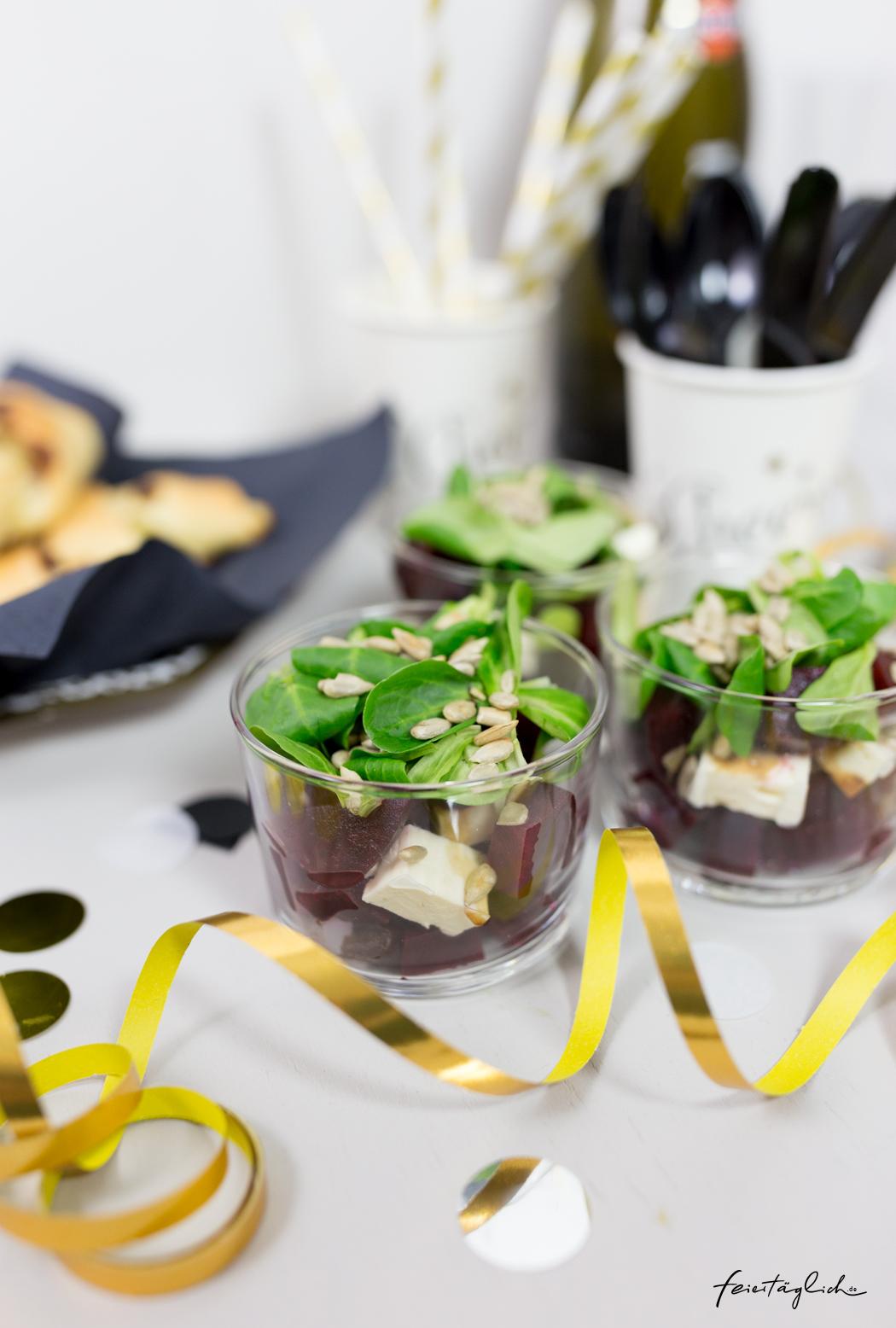 Rote Beete-Schafskäse-Schichtsalat im Glas für das Sylvesterbuffet. #happymottoparty Sylvester