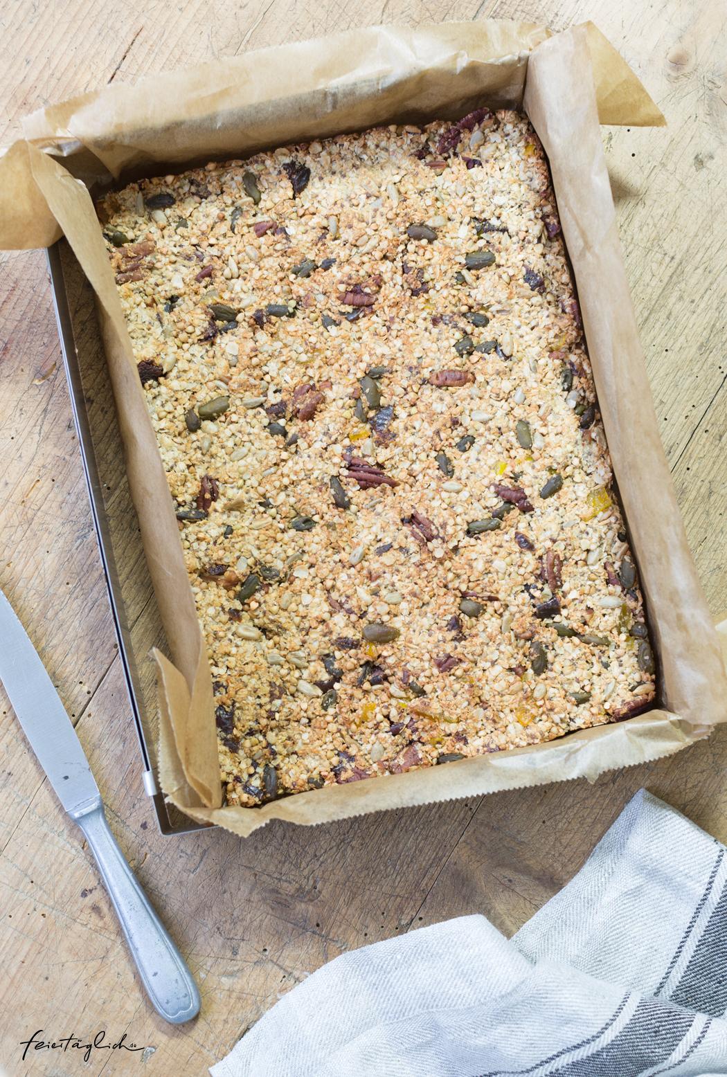 Granola Bars mit Pekannüssen, Pistazien, Mango & Datteln – gesunde Müsliriegel als schnelles Frühstück oder Kraftsnack für Zwischendurch, Rezept