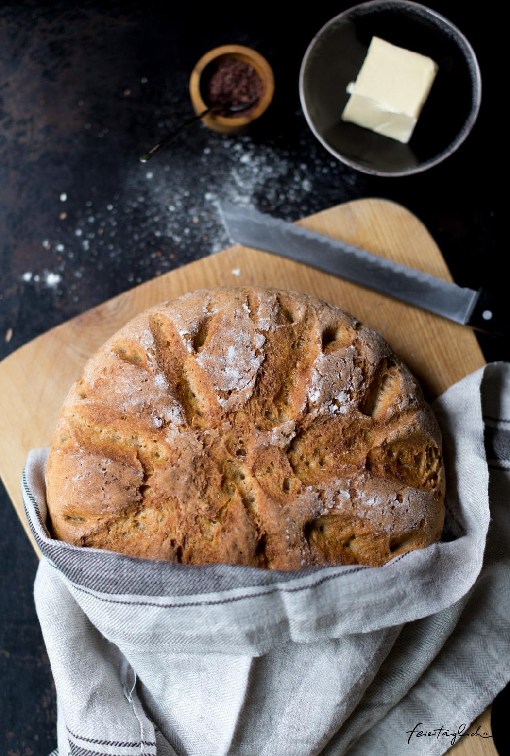 Buttermilch Dinkel Brot mit knuspriger Kruste, im Topf gebacken ...