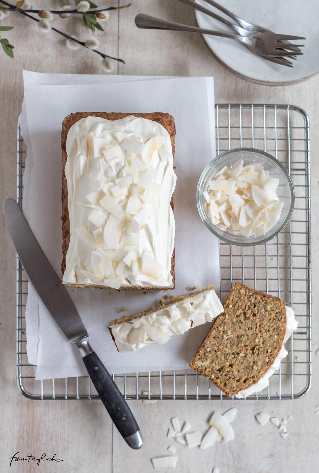 Saftiger Karottenkuchen mit Frischkäse-Frostig aus dem Kasten, Rezept für Rührkuchen ohne Kristallzucker