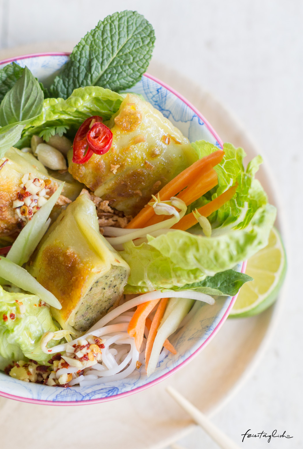 Vietnamesische Bun Bo mit Maultaschen, Rezept für einen leckeren Glasnudelsalat in der Bowl