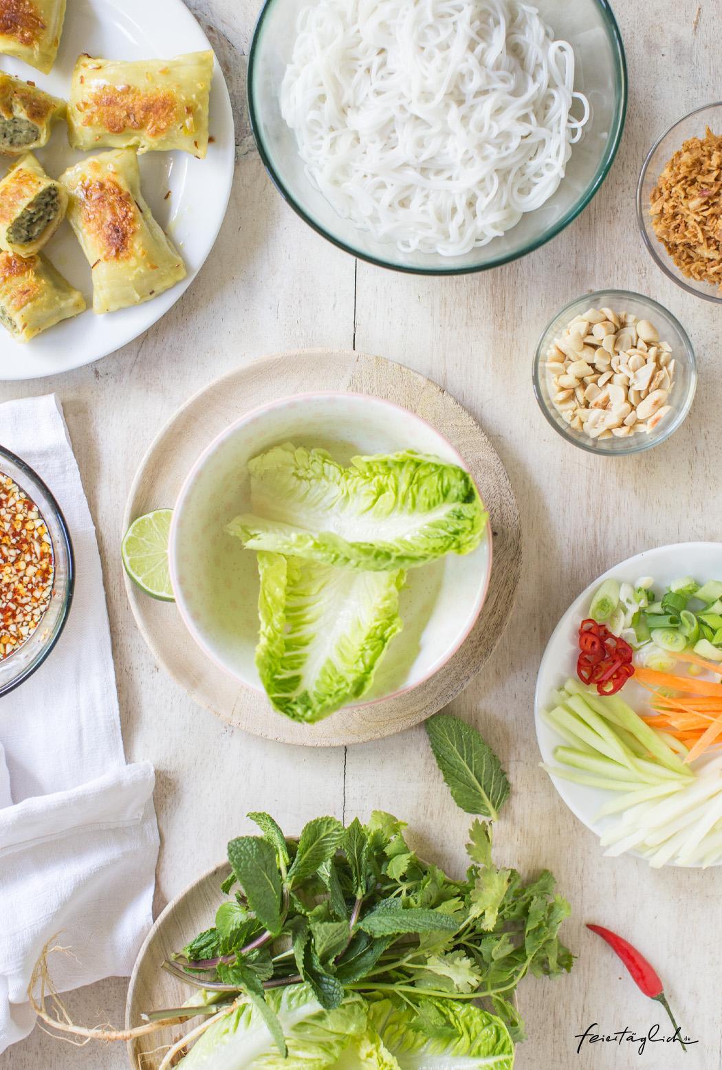 Vietnamesische Bun Bo mit Maultaschen, Rezept für einen leckeren Glasnudelsalat in der Bowl, Zubereitung