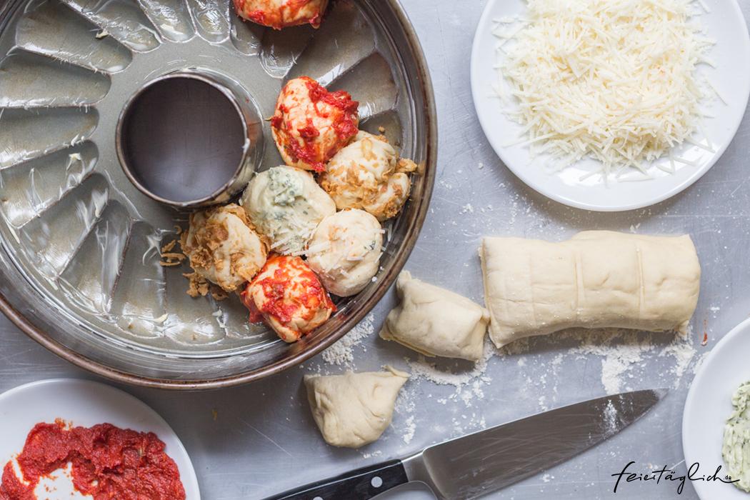 Kunterbuntes Zupfbrot – Rezept für das nächste Picknick, die Grillparty, das Sommerfest oder fürs Buffet. Dazu gibts Dattel-Dip.