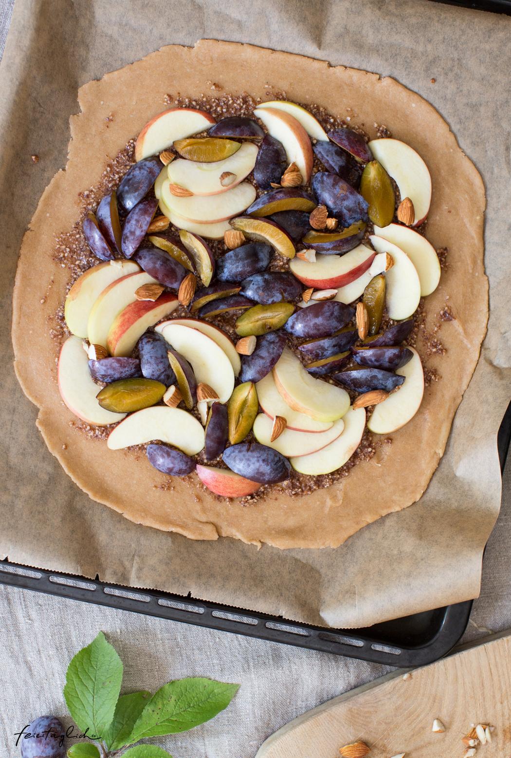Herbstglück: Tarte mit Äpfeln und Zwetschgen auf zimtiger Mandelcreme & Rezept für den schnellsten, weltbesten und einfachsten Tarteteig