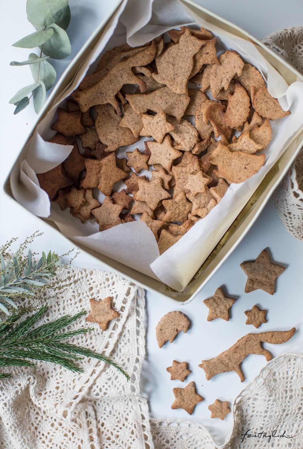 Mandel-Spekulatius (mit der Süße aus Datteln) & Honig-Vanille-Butterplätzchen – gesündere Ausstech-Plätzchen zu Weihnachten
