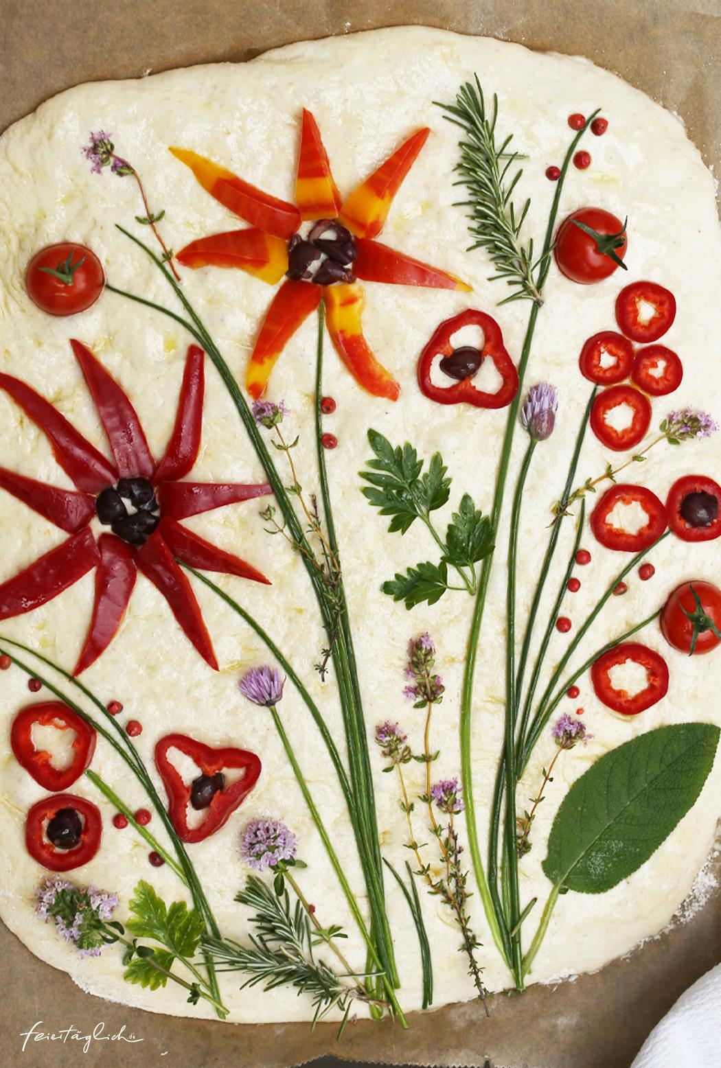 Focaccia mit Blumen, der Foodtrend #focacciagarden – ein Rezept für eine fabelhafte Focaccia mit Sauerteig