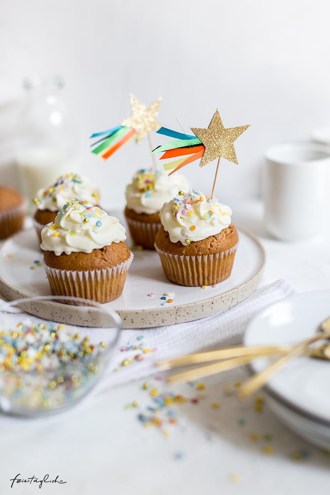 Zitronen-Buttermilch-Cupcakes und DIY Sternchen Cake Toppers – Hello Baby!