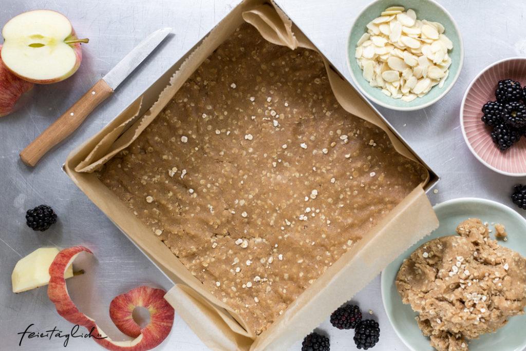 Rezept für fabelhaften Streuselkuchen mit Äpfeln und Brombeeren