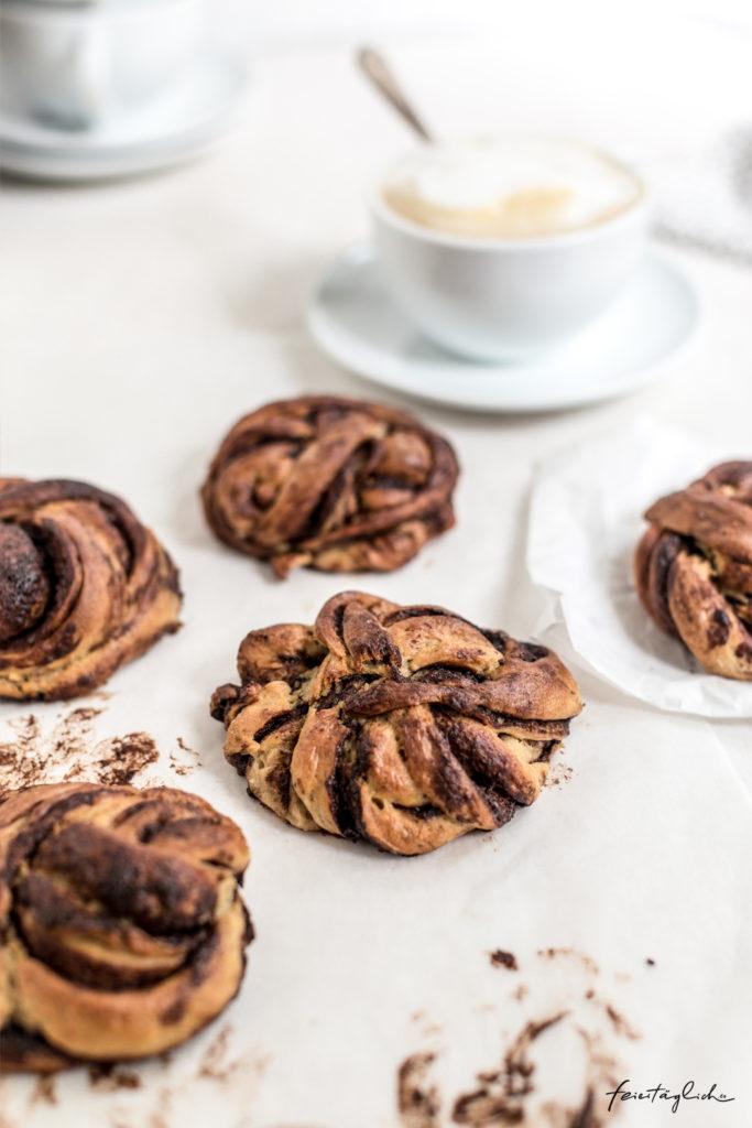 Schoko-Zimtschnecken oder schwedische Kanelbullar mit Schokolade, Rezept