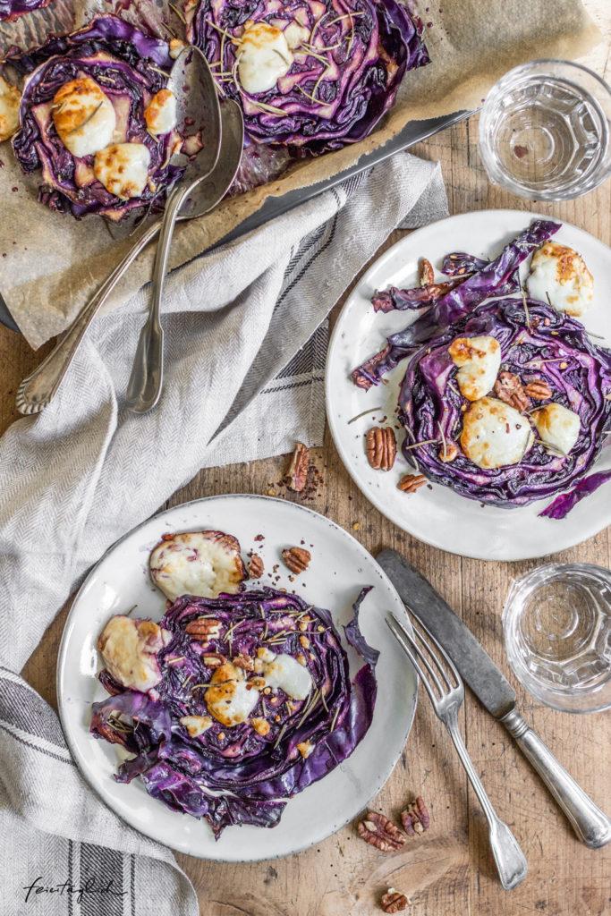 Rotkohl-Steaks mit Balsamico & Ziegenkäse aus dem Ofen – Rezept für #regenbogenaufdemtisch : Violett