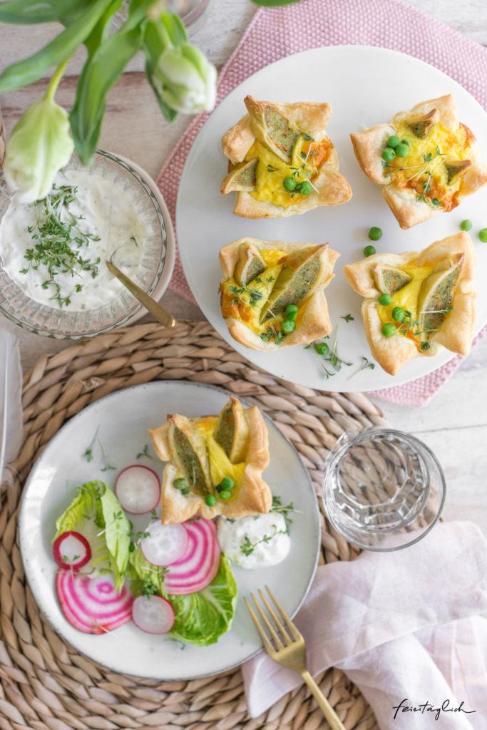 Blätterteig-Nestchen mit gebackenen Gemüse-Maultaschen in Eiersahne, dazu Schnittlauch-Creme, Rezept