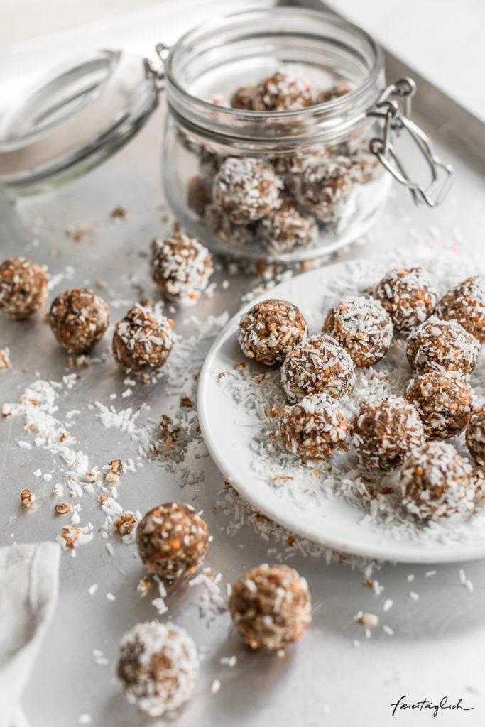 Easy CarrotCake Bliss Balls, Rezept für eine gesündere Süssigkeit zu Ostern