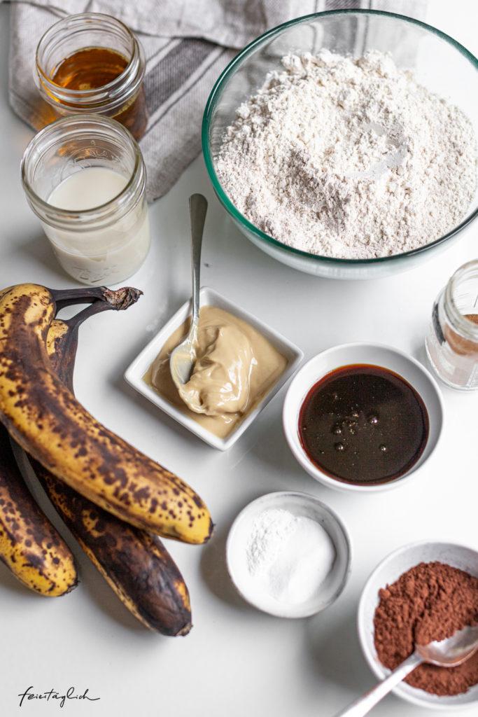 Marmor-Bananenbrot – Rezept für einen fantastisch saftigen, veganen und zuckerfreien Marmorkuchen