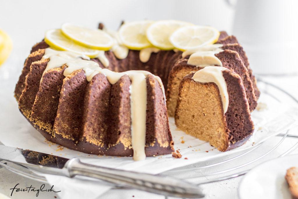 Saftiger Zitronen-Olivenöl-Kuchen mit Cashew-Guss, gesünder Backen im Frühling