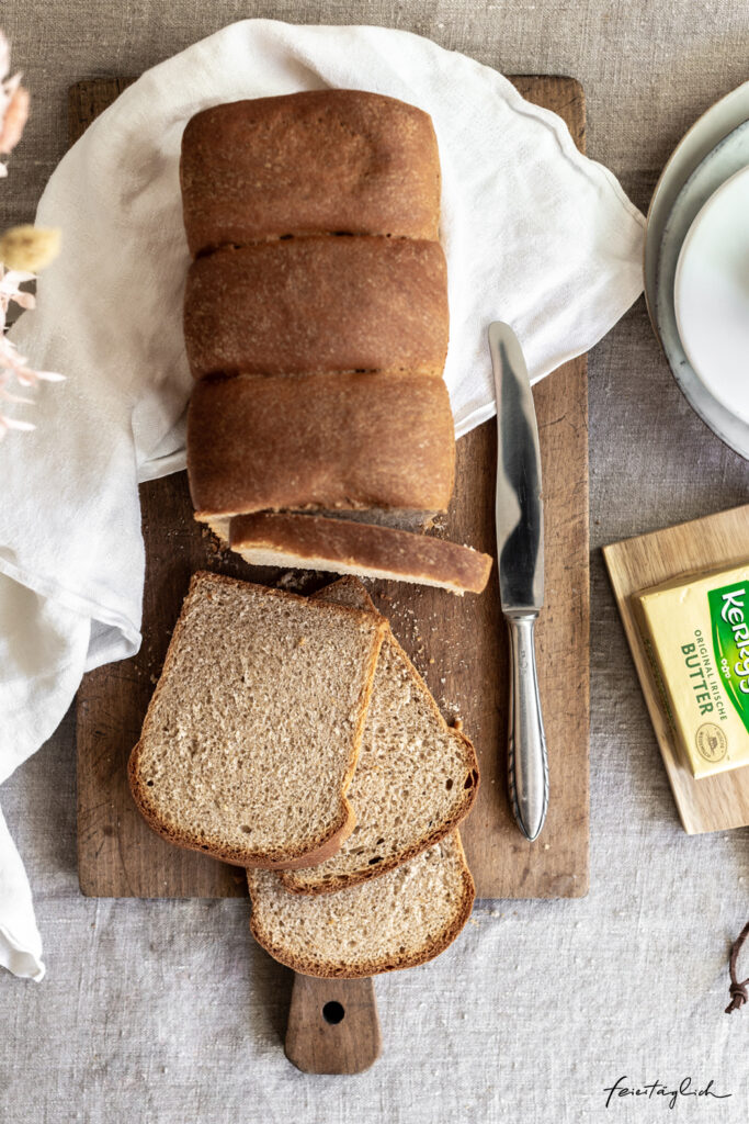 Selbstgebackener Buttertoast aus Dinkelmehl – bestes Frühstück