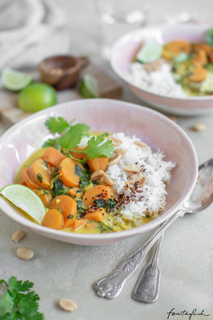 Karotten-Süßkartoffel-Erdnuss-Curry – einfaches vegetarisches Wohlfühlessen