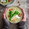 Bimi® Brokkoli-Cremesuppe mit Ziegenfrischkäse, gebratenen Äpfeln, Chili und Walnusskrokant